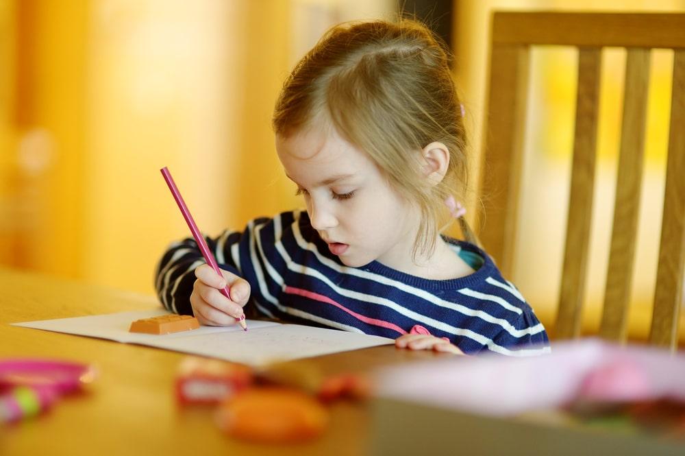 cute-girl-drawing